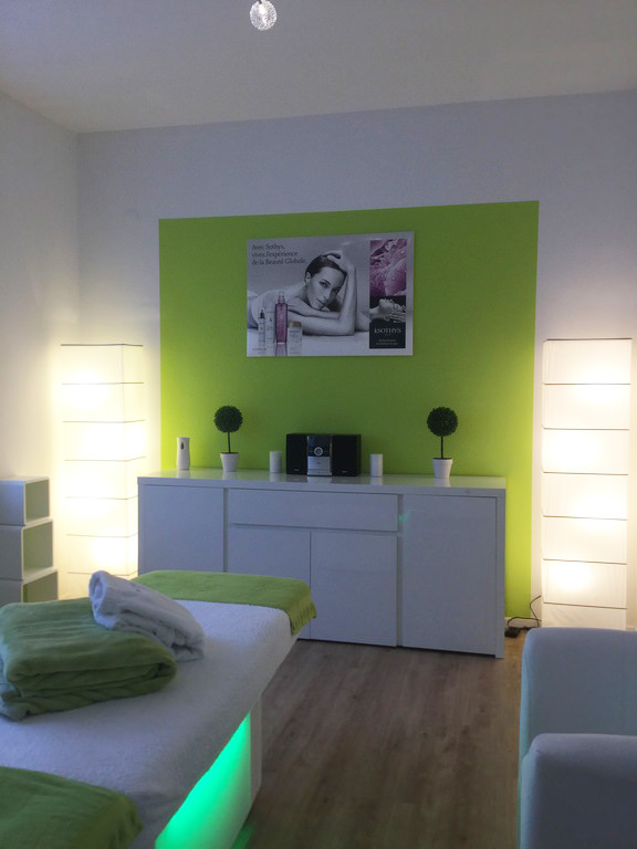timeas nails kosmetikstudio einrichtung 1 timeas nails kosmetik fusspflege und nagelstudio. Black Bedroom Furniture Sets. Home Design Ideas